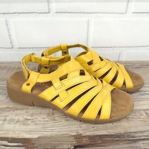 Aerosoles Bionic 7.5 yellow leather strappy sandal